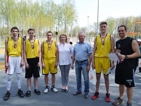 В Смоленске прошли соревнования по уличному баскетболу