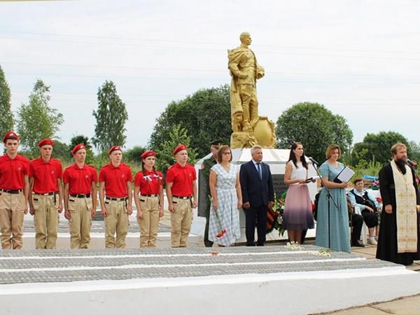 В деревне Петрово Ярцевского района почтили память погибших воинов