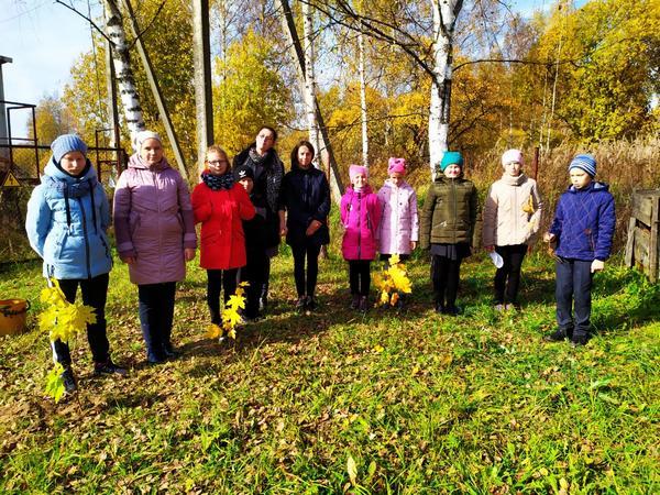 Темкинские школьники совместно с партийцами приняли участие в акции «Классный лес»