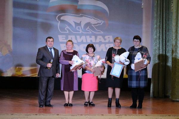 Ершичских учителей поздравили с профессиональным праздником