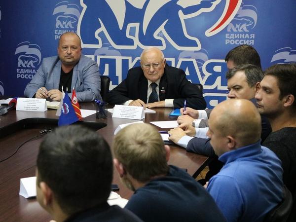 Единороссы обсудили с подрядчиками проблемы и сроки реализации партпроекта «Городская среда»