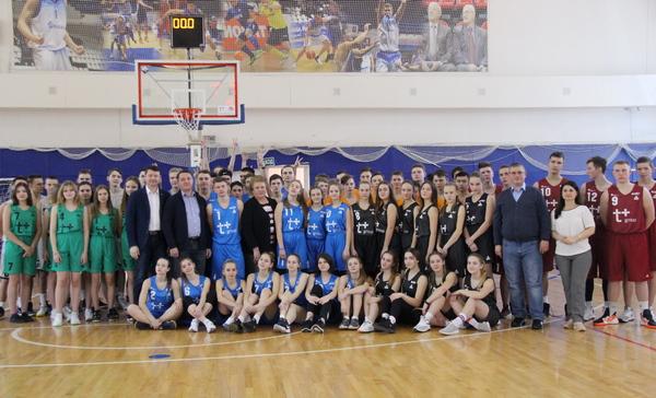 Партийцы приветствовали финалистов школьной баскетбольной лиги  «КЭС-Баскет» в Десногорске